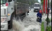 Biên Hòa thành sông sau mưa, hàng trăm xe chết máy