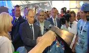 Putin bất ngờ trước cây rìu bay