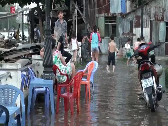 Triều cường khiến nghìn người Sài Gòn khốn đốn