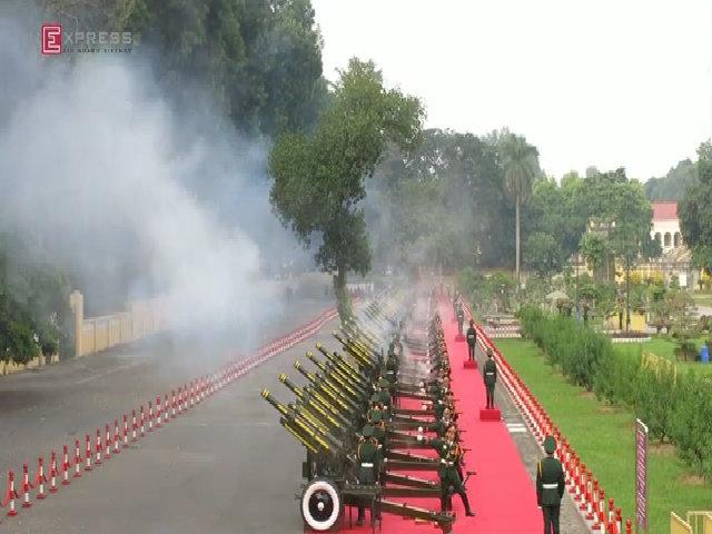 Việt Nam bắn 21 phát đại bác đón Chủ tịch Trung Quốc