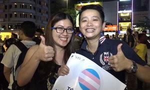 Người chuyển giới xuống phố đi bộ Nguyễn Huệ ăn mừng