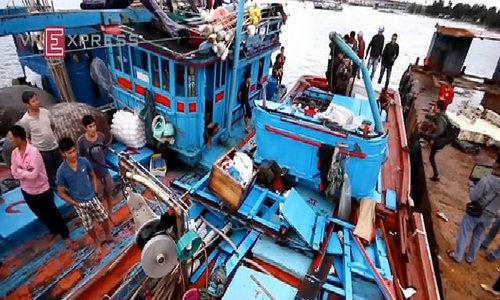 Phút sinh tử của ngư dân táu cá Quảng Ngãi bị đâm chìm