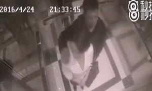 Cô gái ra đòn đánh gục kẻ sàm sỡ trong thang máy