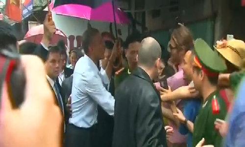 Tổng thống Obama gặp gỡ người dân ở làng Mễ Trì Hạ