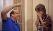 Cậu bé khóc thét vì cách nhổ răng của ông bố