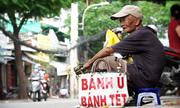 Cụ ông 95 tuổi bán bánh ú nuôi con tật nguyền