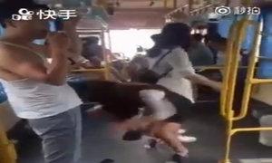 Cô gái gặp tai nạn xấu hổ khi đi xe buýt
