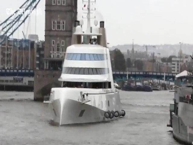 Tỷ phú Nga 'cưỡi' siêu du thuyền 300 triệu đô đến London
