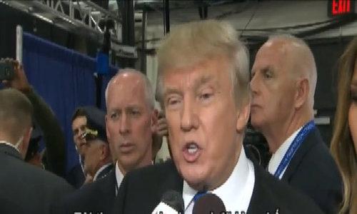 Trump kìm chế, không nêu chuyện Bill Clinton ngoại tình khi tranh luận