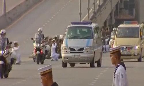 Linh cữu quốc vương Thái Lan được đưa về Hoàng cung