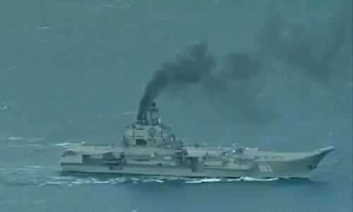 Nhả khói đen, tàu sân bay Nga bị ví chạy bằng than