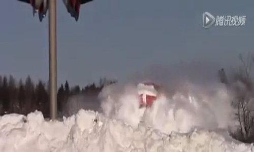 Tàu hỏa tạo quang cảnh như lở tuyết ở Nội Mông, Trung Quốc