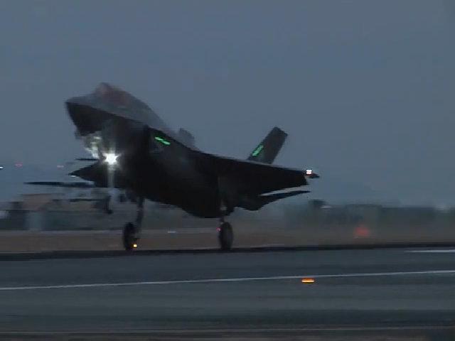 Phi đội siêu tiêm kích F-35 Mỹ đáp xuống Nhật Bản