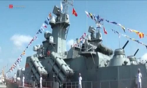 Thượng cờ trên tàu tên lửa tấn công nhanh Molnya