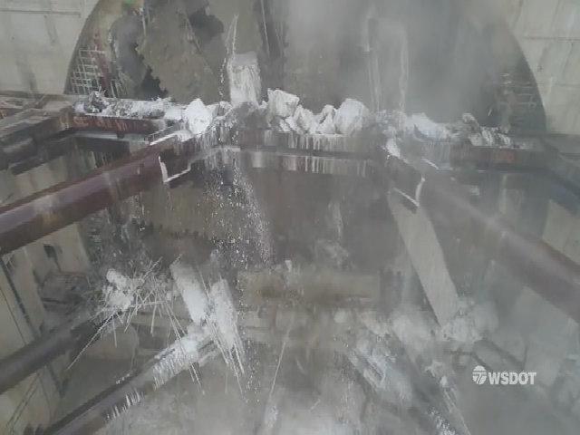 Cỗ máy 'quái vật' đào hầm 7.000 tấn hoàn thành đường hầm 3 km