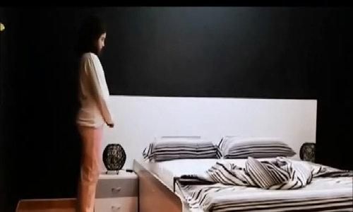Chăn gối lộn xộn tự xếp gọn sau khi bạn ngủ dậy