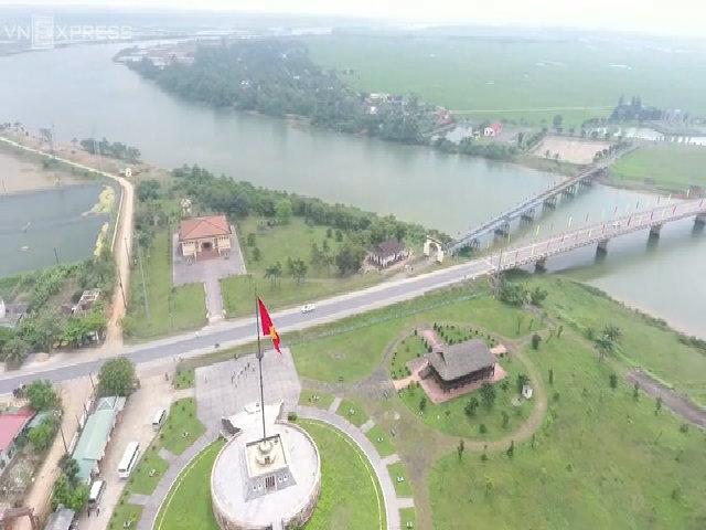 Cầu Hiền Lương, sông Bến Hải nhìn từ trên cao