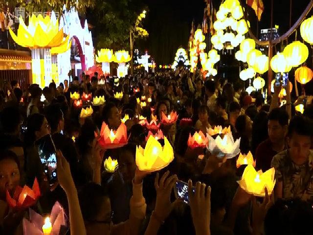 Hàng nghìn người Sài Gòn thả hoa đăng mừng Phật Đản