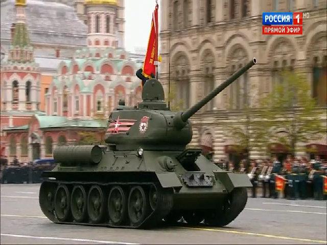 Xe tăng T-34-85 duyệt binh trên Quảng trường Đỏ