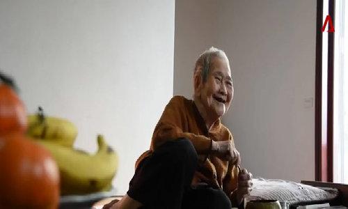 Cụ bà 97 tuổi sành Internet nhất Việt Nam lên báo Singapore