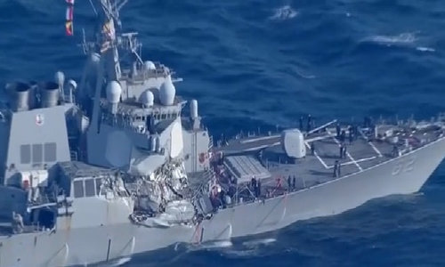 Khu trục hạm Mỹ bị đâm hỏng có thể do lỗi kíp trực