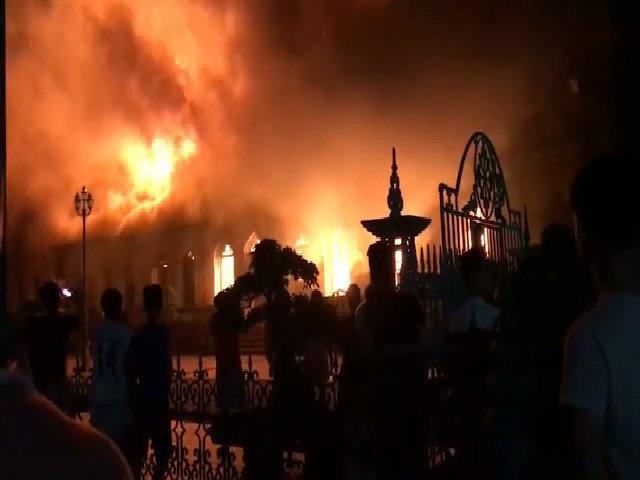 clip cháy nhà thờ Nam Định