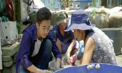 Làng nghề làm nước mắm 'tiến vua' dưới chân đèo Hải Vân