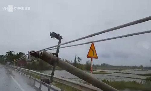 Cột điện ở Quảng Bình gãy đổ