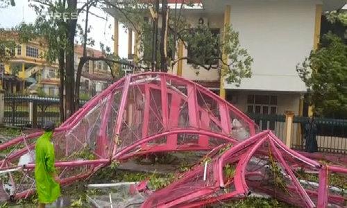 Người dân Quảng Bình tất bật dọn thiệt hại sau bão