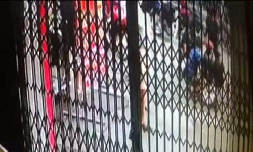 Cảnh sát hóa trang đi xe máy tóm gọn kẻ tử tù vượt ngục