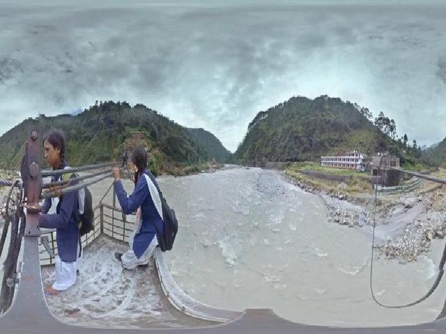 Hành trình đến trường từ dãy Himalaya