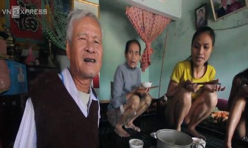 Bữa cơm trong lũ của người dân Quảng Nam