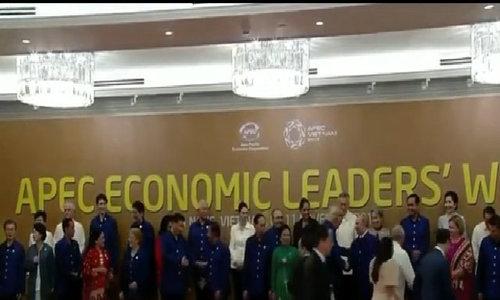 Ông Trump và ông Putin bắt tay tại APEC