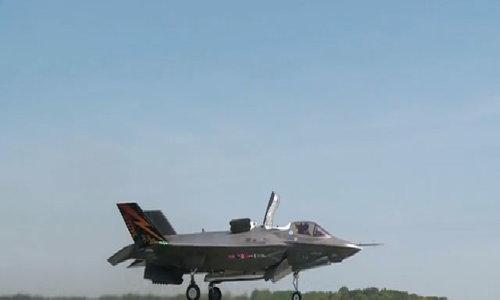 Máy bay F-35B thử nghiệm cất hạ cánh thẳng đứng