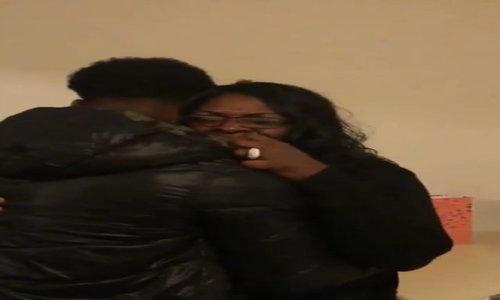 Lính Mỹ khiến mẹ vỡ òa khi trở về ngày Giáng sinh