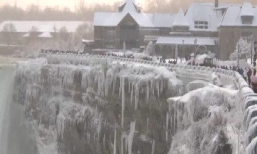 Thác Niagara đóng băng dưới nhiệt độ -67 độ C