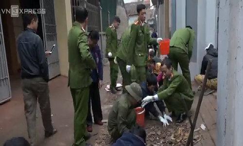 Hàng tạ đạn được thu gom khắp làng sau vụ nổ kho phế liệu