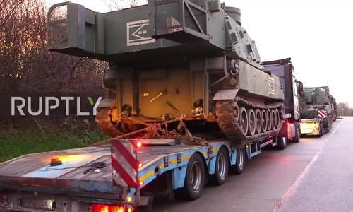 Đoàn xe pháo hạng nặng Mỹ bị bắt trên cao tốc do chở quá tải