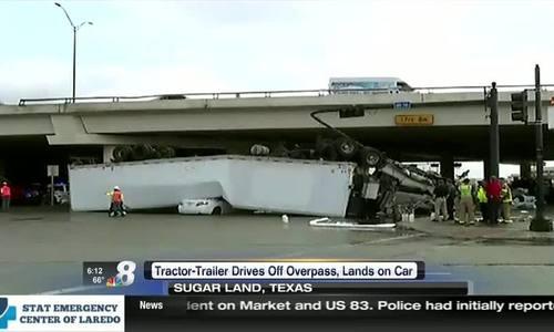 Xe container rơi khỏi cầu vượt, đè bẹp ôtô con