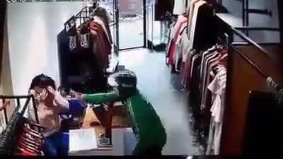 Đôi nam nữ dàn dựng cướp tiền của cửa hàng quần áo