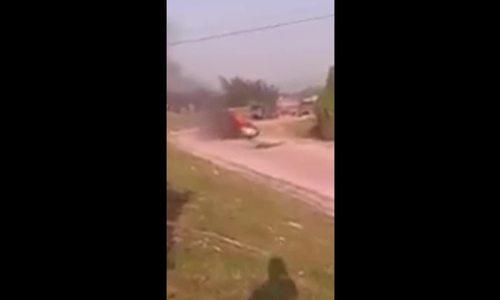 Ôtô 4 chỗ bốc cháy, tài xế vùng chạy thoát thân