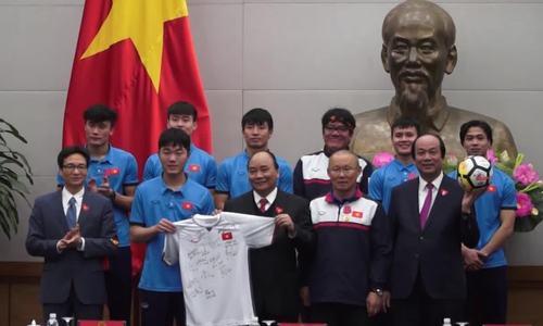 Thủ tướng đón các cầu thủ U23 Việt Nam