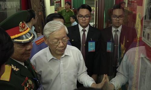 Tổng bí thư tham quan hầm vũ khí hơn 50 năm ở Sài Gòn