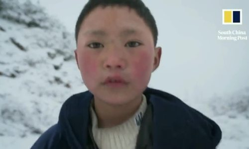 Đón Tết, 'cậu bé tóc băng' Trung Quốc chỉ muốn mẹ trở về nhà