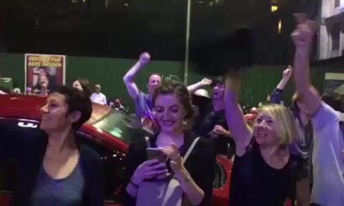 Khách Tây ở Huế nhảy múa mừng năm mới