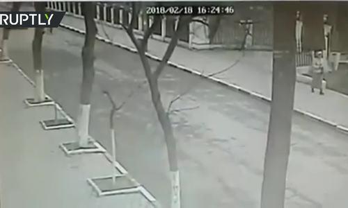 Khoảnh khắc kẻ xả súng tấn công người đi nhà thờ Nga