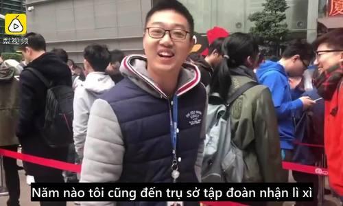 Nhân viên Trung Quốc xếp hàng từ 2h sáng chờ sếp lì xì