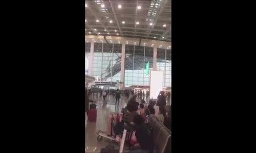 Gió thổi tung mái che sân bay Trung Quốc