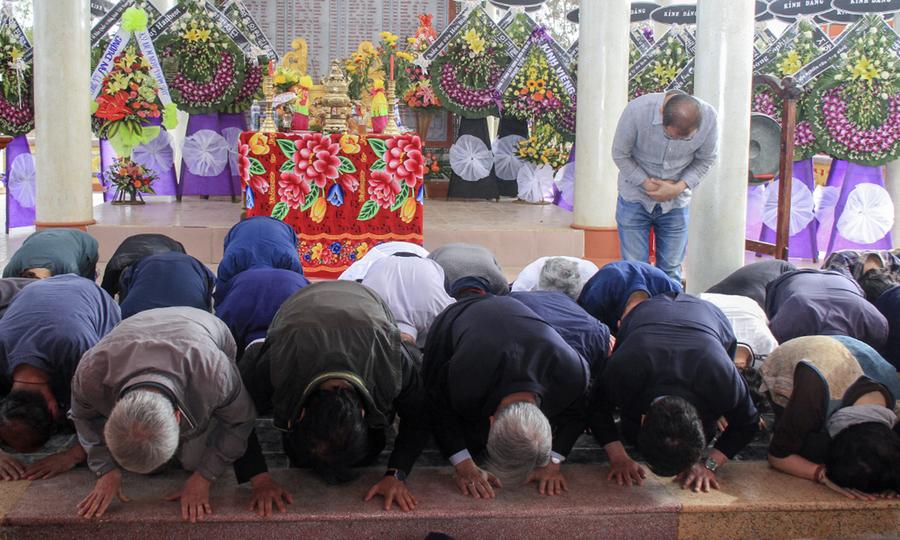 Người Hàn Quốc cúi đầu xin lỗi tại lễ tưởng niệm thảm sát