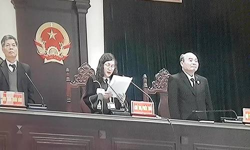 Chủ tọa Nguyễn Thị Xuân Thu đọc tuyên án